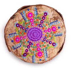 Mandala sur rondin de bois